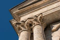 Capitaux des colonnes Photographie stock