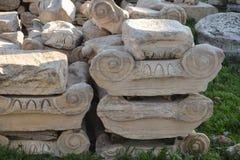 Capitaux des colonnes antiques Photographie stock libre de droits
