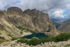 Capitellu jezioro od GR20 śladu, Corse, Francja Fotografia Stock