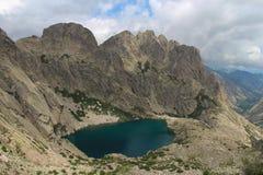 Capitellu jezioro od GR20 śladu, Corse, Francja Obrazy Stock