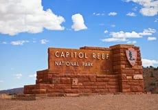 Εθνικό πάρκο Γιούτα, ΗΠΑ σκοπέλων Capitol 2 Σεπτεμβρίου 2014: Σημάδι εισόδων του εθνικού πάρκου σκοπέλων Capitol Στοκ φωτογραφία με δικαίωμα ελεύθερης χρήσης