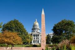 Capitol d'état du Colorado avec le monument de vétérans Photos libres de droits
