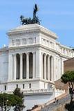 Capitol Hill I den centrala delen av Vittoriano det minnes- komplexet finns det en rid- staty för brons av Victor Emmanuel II 12 fotografering för bildbyråer