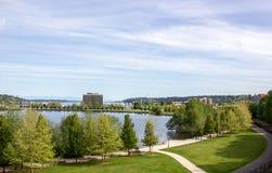 Capitol See und der umgebende Park- und Geschäftskomplex lizenzfreie stockfotos