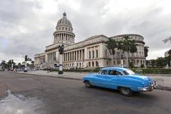 Capitolio con l'automobile dell'annata, Avana Fotografie Stock Libere da Diritti