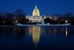 Capitolio de la nación en Washington DC en la noche Foto de archivo