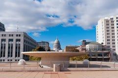 Capitolio de la terraza y del estado en Madison Wisconsin Fotos de archivo libres de regalías