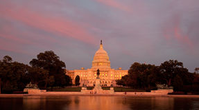 Capitolio de los E.E.U.U. en la puesta del sol Fotografía de archivo libre de regalías