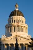 Capitolio del estado de California en la puesta del sol Fotos de archivo libres de regalías