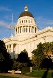 Capitolio del estado de California en la puesta del sol Fotografía de archivo libre de regalías
