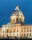 Capitolio del estado de Minnesota en el crepúsculo Imágenes de archivo libres de regalías