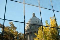 Capitolio en la reflexión imagen de archivo libre de regalías