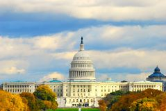 Capitolio en tiempo del otoño Imagen de archivo libre de regalías