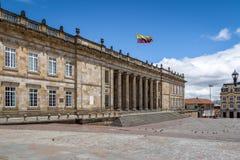 Capitolio nacional colombiano y congreso situados en el cuadrado de Bolivar - Bogotá, Colombia imagen de archivo