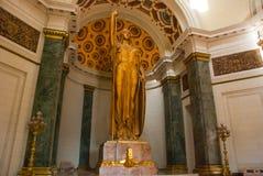 Capitolio Nacional, El Capitolio строя интерьер 11-meter бронзируют статую женщины, богини правосудия с pe Стоковая Фотография RF