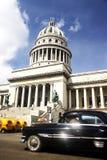 Capitolio und altes Auto Lizenzfreies Stockbild