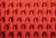 Capitone rosso con struttura dei bottoni dorati Fotografia Stock Libera da Diritti