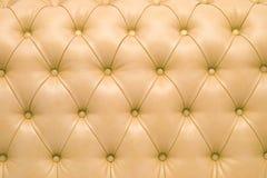 Capitonnage en cuir d'un sofa magnifique Photos stock