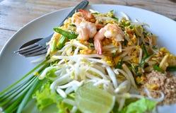 Capitonnez la nourriture thaïlandaise de nouille de riz de friture de la Thaïlande Photographie stock libre de droits
