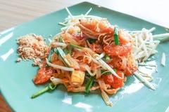 Capitonnez thaïlandais avec la crevette rose fraîche, protection Kung Sod thaïlandais, nouilles thaïlandaises de style image libre de droits