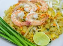Capitonnez thaïlandais, remuez la nouille frite avec la crevette photo libre de droits