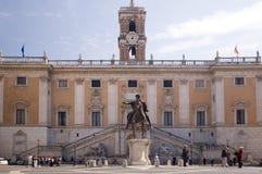 Capitool met toren in Rome Stock Foto's