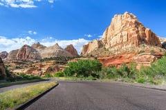 Capitoolkoepel en andere vormingen bij het Nationale Park Utah de V.S. van de Capitoolertsader royalty-vrije stock foto
