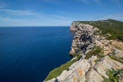 Capo Caccia (Cap de la Caca), Alghero, Sardaigne (Sardegna) (7 mai 2014) Photographie stock libre de droits