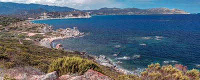 Capo Carbonara e as praias lindos em Villasimius foto de stock royalty free