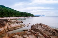 Capo Khanom, Nakhon Si Thammarat, Tailandia di Rocky Sea Fotografie Stock