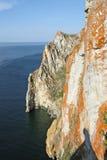 Capo Sagan Khushun sul lago Baikal Immagine Stock