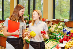 Capo servizio magazzini in supermercato Immagini Stock Libere da Diritti