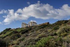 Capo Sounion e tempio di arcaico-periodo del comune di Poseidon Lavreotiki, Attica orientale, Grecia immagini stock libere da diritti