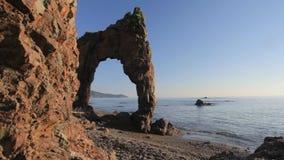 Capo Velikan, scultura gigante di pietra della natura, isola Russia di Sakhalin video d archivio