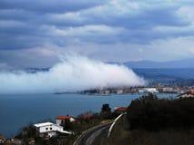Capodistria Slovenia sotto nebbia Fotografie Stock