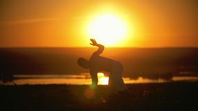 Capoeira πολεμικών τεχνών, ακροβατικό άλμα χέρι--ποδιών, setsun, σε αργή κίνηση φιλμ μικρού μήκους