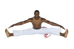 Capoeira brasiliansk man, vitflåsanden arkivfoto