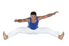 Capoeira brasiliansk man, vitflåsanden royaltyfri foto