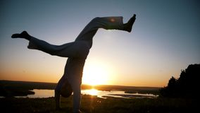 Capoeira das artes marciais, salto acrobático de mão-à-pé, setsun, lento-movimento filme
