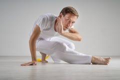 Capoeira de pratique d'homme, art martial brésilien Photo libre de droits