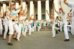 capoeira tana dziewczyn mężczyzna występu real Obraz Royalty Free