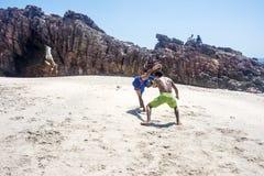 Capoeiristas brasileños en Jericoacoara Imagen de archivo