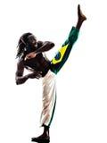 巴西黑人舞蹈家跳舞capoiera 免版税库存图片
