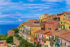 Capoliveri by i den Elba ön arkivfoto