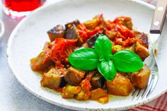 Caponata is een traditionele Siciliaanse schotel Stock Fotografie