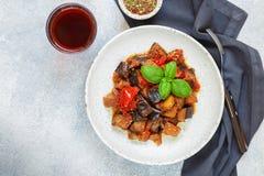 Caponata est un plat sicilien traditionnel Photo stock