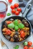 Caponata est un plat sicilien traditionnel Images libres de droits