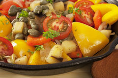 Caponata italienisches Nahrungsmittelsalat-Gemüse lizenzfreie stockbilder