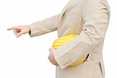 Caporeparto che tiene elmetto protettivo giallo Fotografie Stock Libere da Diritti