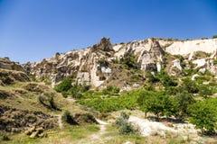 Cappadocia,土耳其 一个山谷的风景看法在Goreme国家公园  免版税库存图片